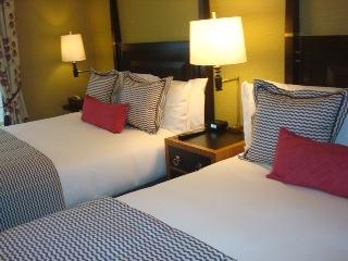 מיטה בחדר מלון סנט ג'יימס