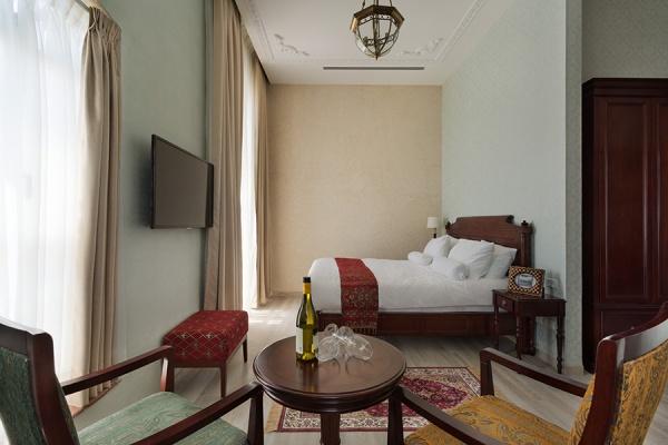 חדר אורחים מלון אירופה. צילום: אסף פינצ'וק